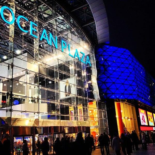 รูปภาพถ่ายที่ Ocean Plaza โดย Vitalik F. เมื่อ 12/27/2012