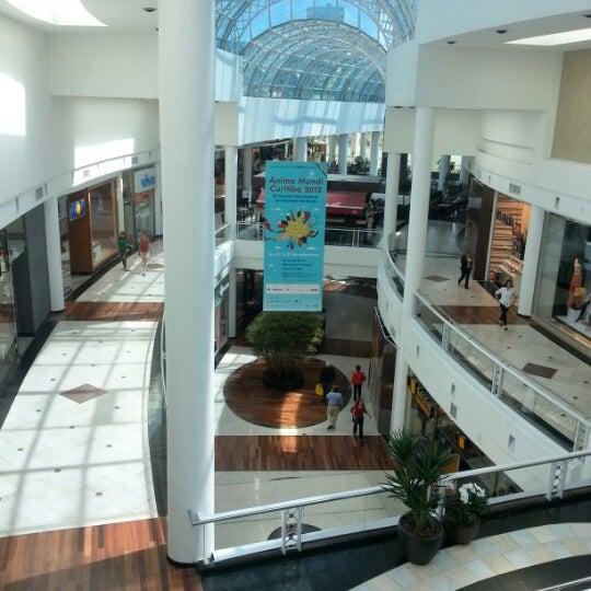 Foto tirada no(a) Shopping Crystal por Gilmar C. em 9/22/2012
