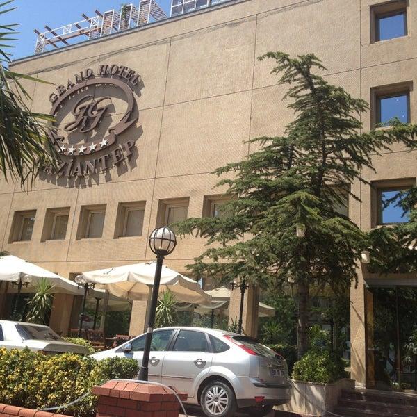 Photo prise au Grand Hotel Gaziantep par BERKAY Ü. le7/15/2013