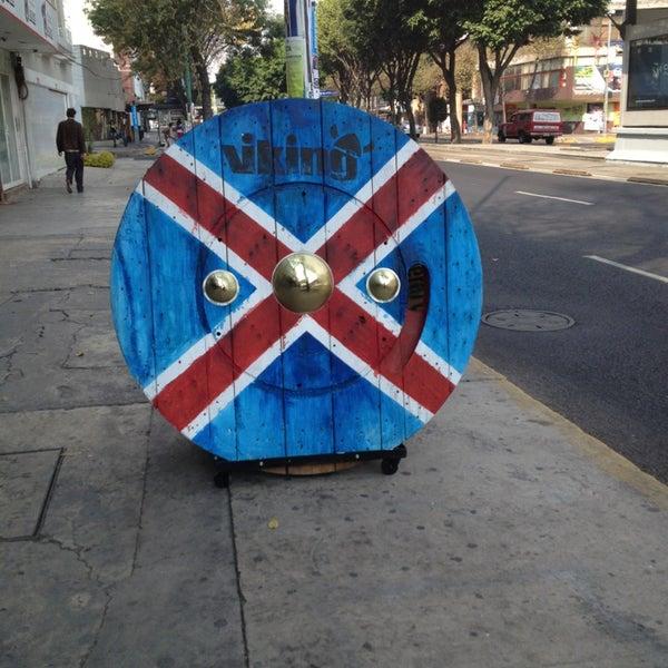 Das Foto wurde bei Viking - Arte Café Punto Zero von Alejandra I. am 1/12/2013 aufgenommen