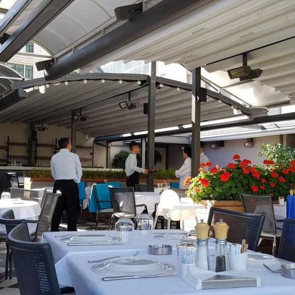 Das Foto wurde bei Seraf Restaurant von Nesrin B. am 6/30/2019 aufgenommen