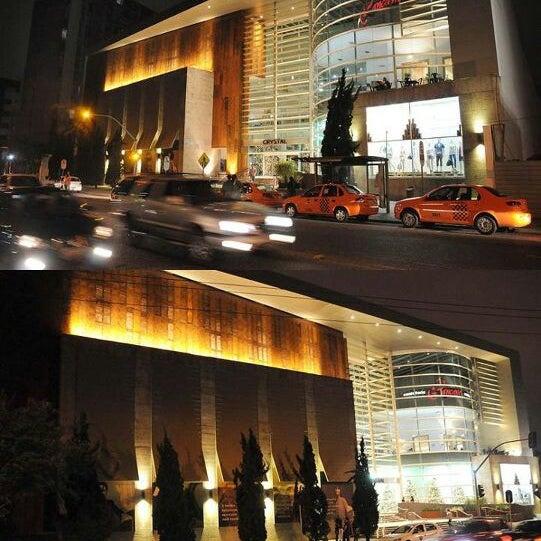 Foto tirada no(a) Shopping Crystal por Michel C. em 9/16/2012