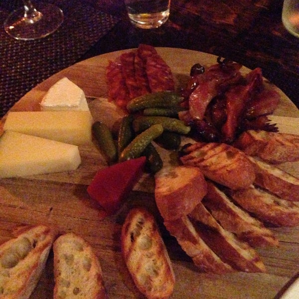 Foto tomada en OAK Restaurant & Wine Bar por Matt L. el 4/30/2013