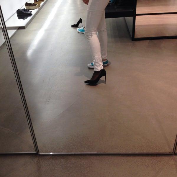 3/23/2015にTaushaがSaint Laurentで撮った写真
