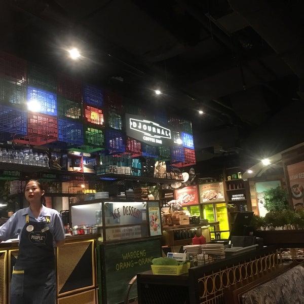 Das Foto wurde bei The People's Cafe von Nur A. am 9/1/2019 aufgenommen