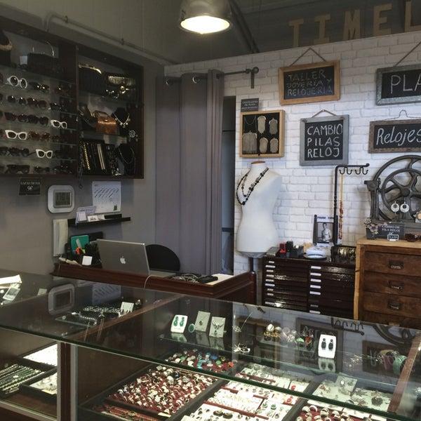 La mejor tienda de barcelona para comprar plata, poner una pila a tu reloj o reparar tus joyas.