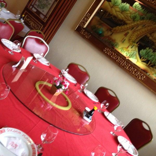 Снимок сделан в Golden Plaza Chinese Restaurant пользователем Fernanda G. 4/3/2013