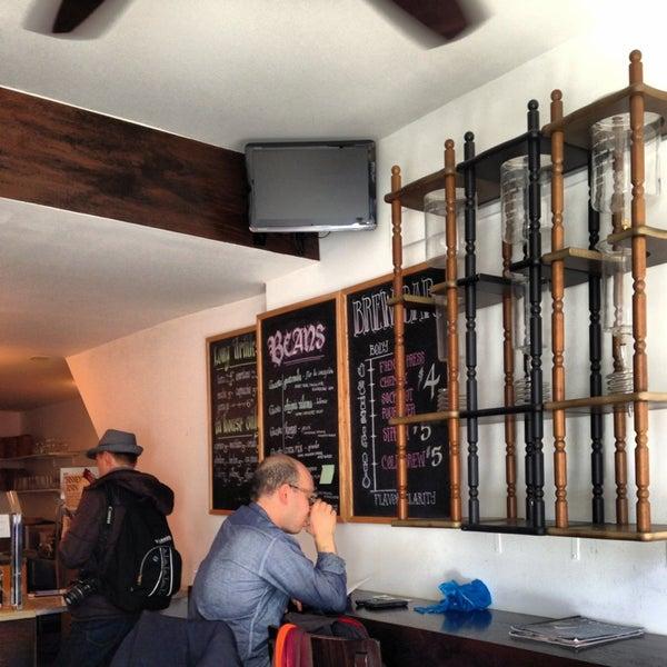 Photo prise au WTF Coffee Lab par Mariya G. le3/24/2013
