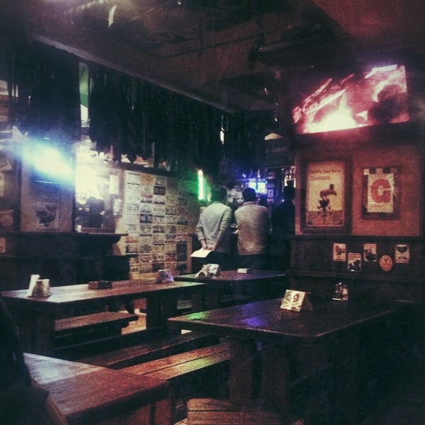 Foto scattata a Boondock Pub da Sasha_Rosen il 4/13/2013