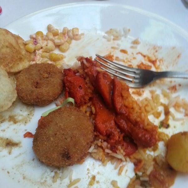 Photo prise au 2 Darbar Grill Fine Indian Cuisine par Elena R. le4/21/2013