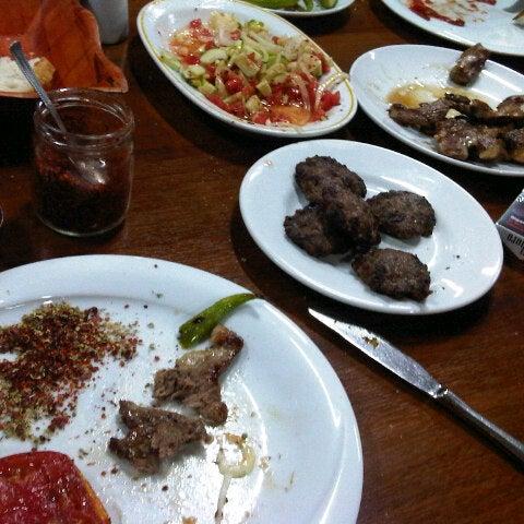รูปภาพถ่ายที่ Cafer Usta Bolu Dağı Et Mangal โดย kemal y. เมื่อ 9/22/2012