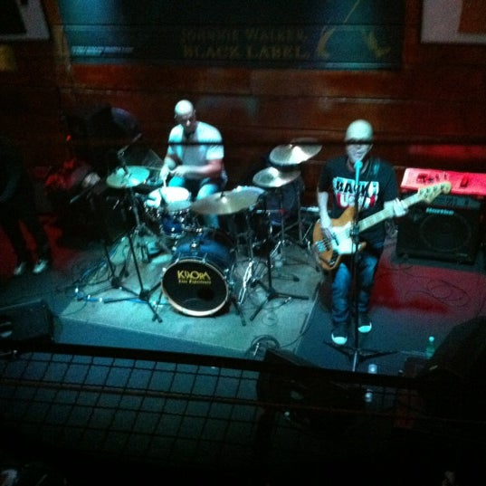 10/13/2012 tarihinde Severianoziyaretçi tarafından Kia Ora Pub'de çekilen fotoğraf
