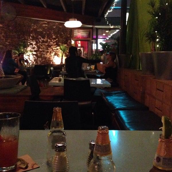 10/14/2013にAlfredo E.がSnack Barで撮った写真