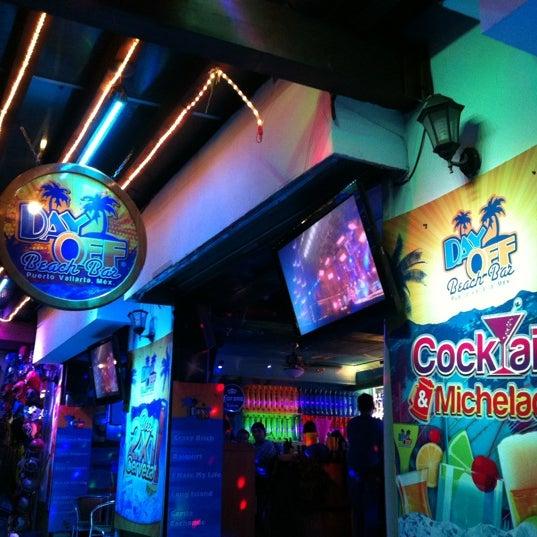 Foto diambil di Day Off Beach Bar oleh Enrique V. pada 11/27/2012