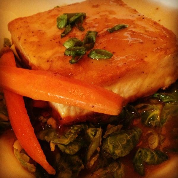 Снимок сделан в The Daily Kitchen & Bar пользователем Ted W. 10/17/2013