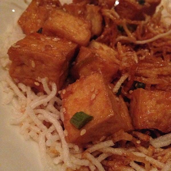 Foto scattata a Koi Fine Asian Cuisine & Lounge da Cara C. il 6/6/2014
