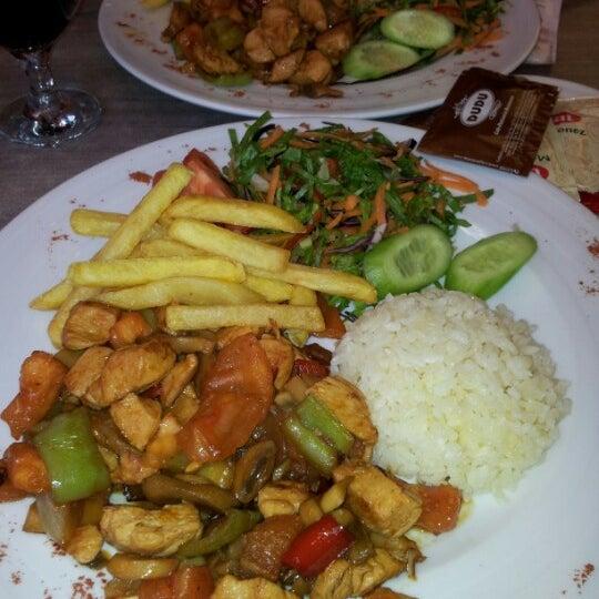 Foto tomada en Dudu Cafe Restaurant por Ümmiye Akpınar ❣ el 2/4/2013
