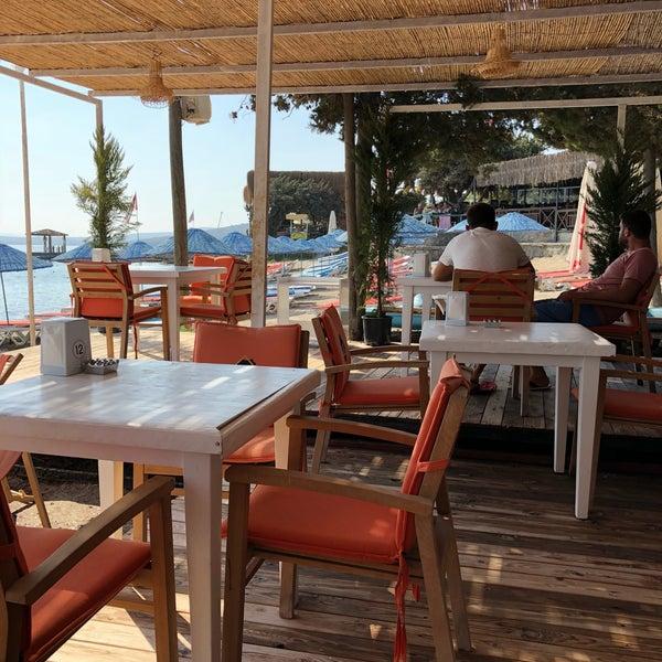 Das Foto wurde bei Alaçatı Surf Paradise Club von Tufan A. am 8/26/2018 aufgenommen