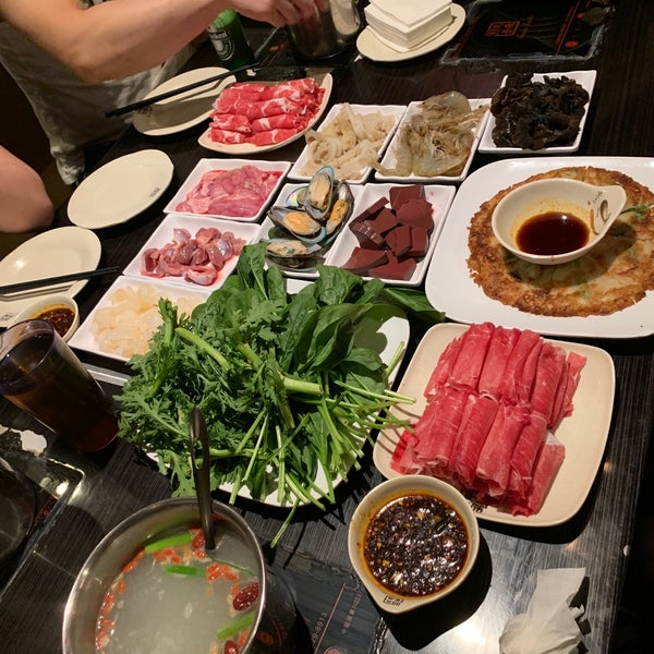Foto diambil di 99 Favor Taste 99號餐廳 oleh Martin G. pada 8/22/2019