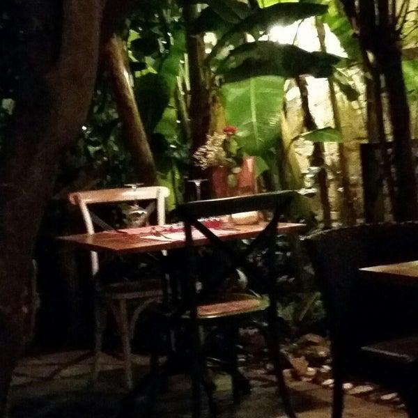 Das Foto wurde bei Il Vicino Pizzeria von Yasemin A. am 10/28/2014 aufgenommen