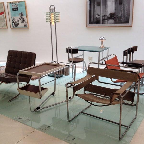 รูปภาพถ่ายที่ Design Museum Gent โดย Saartje G. เมื่อ 7/10/2013