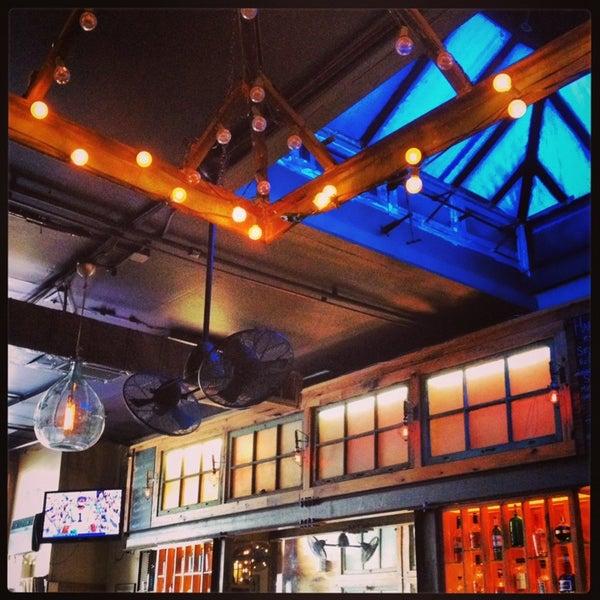 9/22/2013 tarihinde lanamaniacziyaretçi tarafından Two Door Tavern'de çekilen fotoğraf