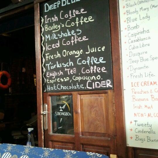 Foto tirada no(a) Deep Blue Bar por Tuba C. em 9/30/2012