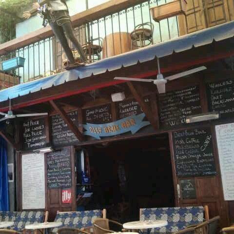 Foto tirada no(a) Deep Blue Bar por Tuba C. em 5/21/2013