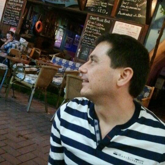 Foto tirada no(a) Deep Blue Bar por Tuba C. em 10/26/2012