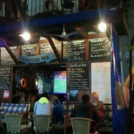 Foto tirada no(a) Deep Blue Bar por Tuba C. em 10/23/2012