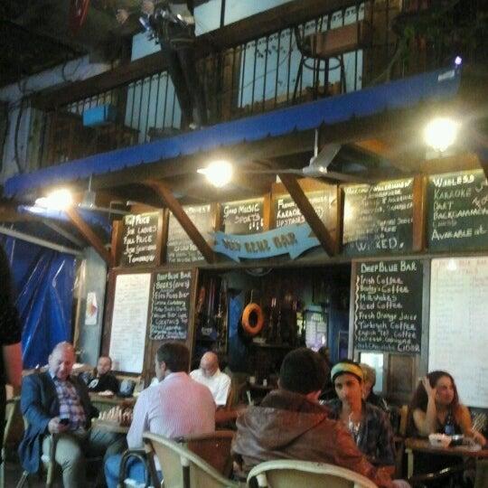Foto tirada no(a) Deep Blue Bar por Tuba C. em 10/13/2012