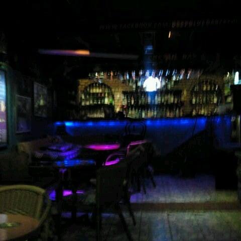 Foto tirada no(a) Deep Blue Bar por Tuba C. em 11/21/2012