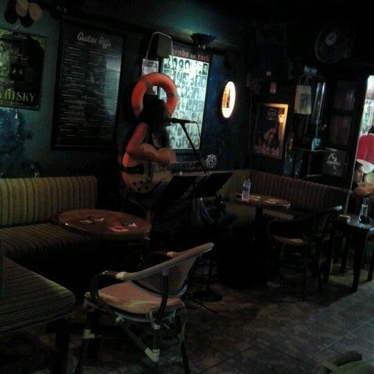 Foto tirada no(a) Deep Blue Bar por Tuba C. em 10/5/2012