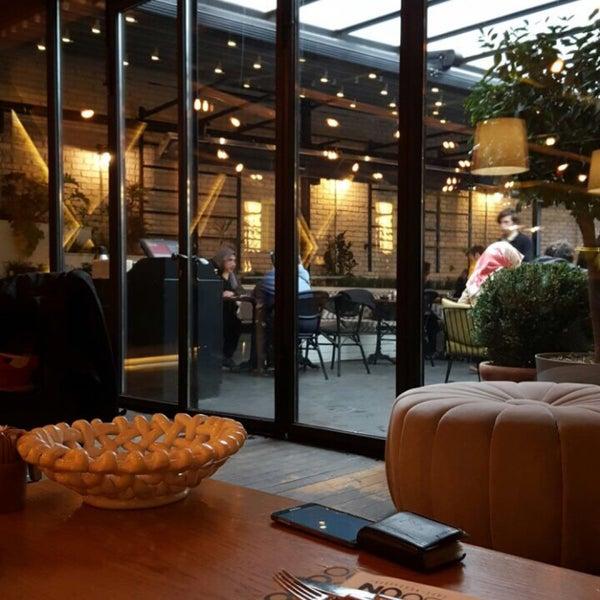 รูปภาพถ่ายที่ Boon Cafe & Restaurant โดย Nazlı เมื่อ 3/12/2017