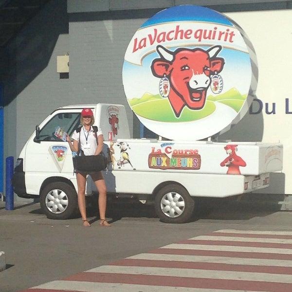 Снимок сделан в Carrefour hypermarché пользователем Morine V. 9/5/2013