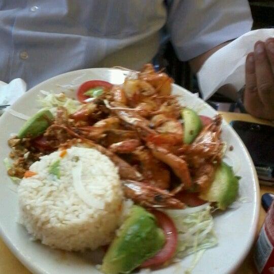 Foto tomada en Ostionería Mazatlán por Liz G. el 1/13/2013