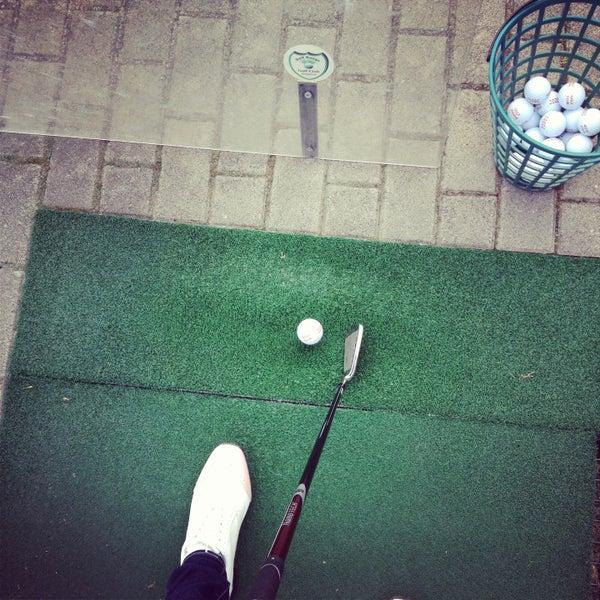 Das Foto wurde bei Golf-Club Golf Range Frankfurt Bernd Hess e.K. von Lia am 4/23/2013 aufgenommen