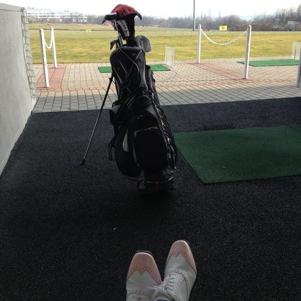 Das Foto wurde bei Golf-Club Golf Range Frankfurt Bernd Hess e.K. von Lia am 3/8/2013 aufgenommen