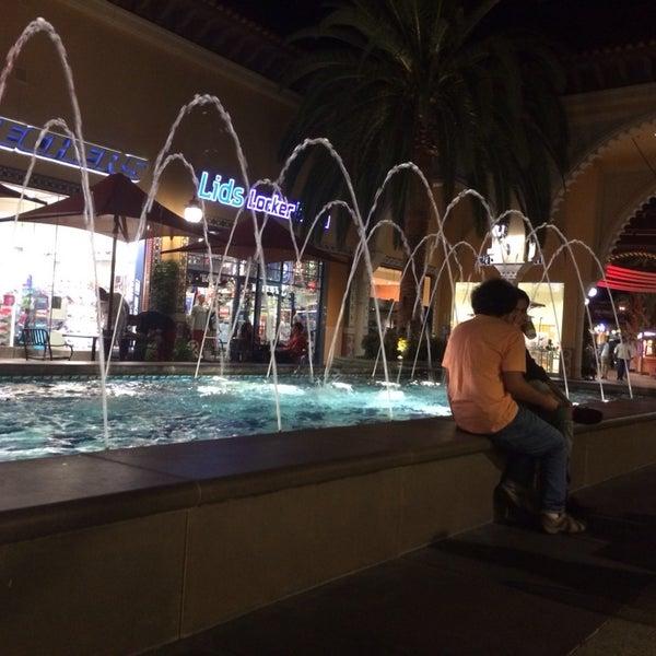Снимок сделан в Irvine Spectrum Center пользователем 👤 8/12/2014