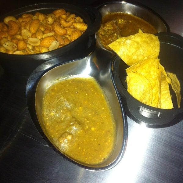 รูปภาพถ่ายที่ Maya Modern Mexican Kitchen + Lounge โดย Jason L. เมื่อ 2/17/2013