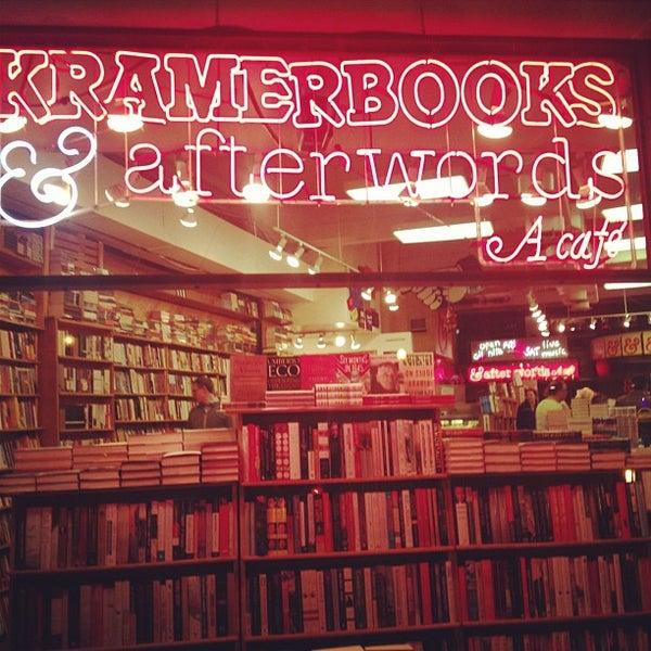 Photo prise au Kramerbooks & Afterwords Cafe par Angelica le12/11/2012