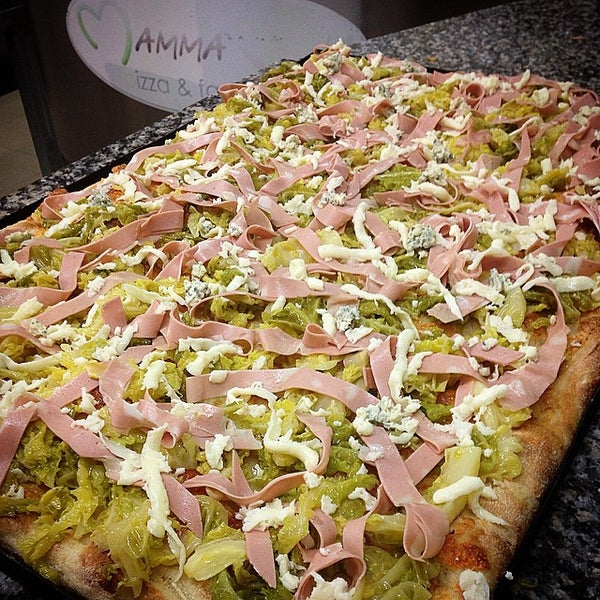 Foto tirada no(a) Mamma Mia Pizza & FastGood por Mamma Mia F. em 3/4/2015