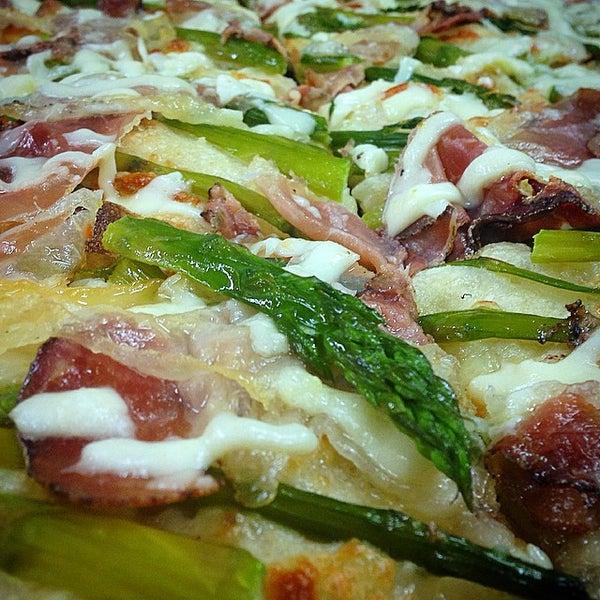 Foto scattata a Mamma Mia Pizza & FastGood da Mamma Mia F. il 3/18/2015