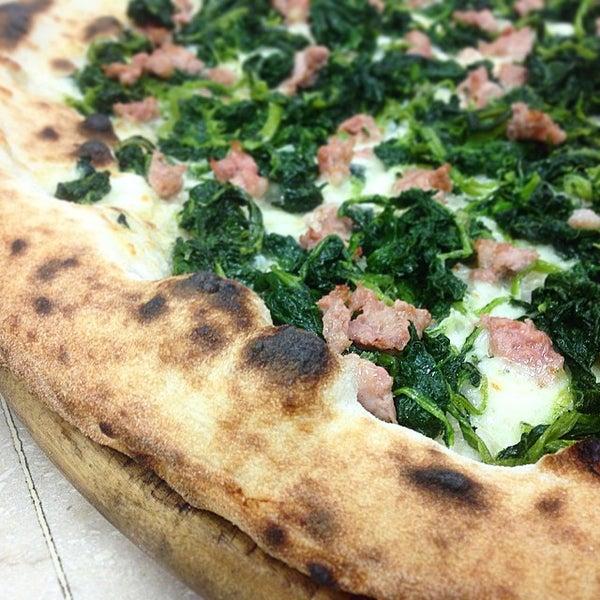 Foto scattata a Mamma Mia Pizza & FastGood da Mamma Mia F. il 5/3/2015
