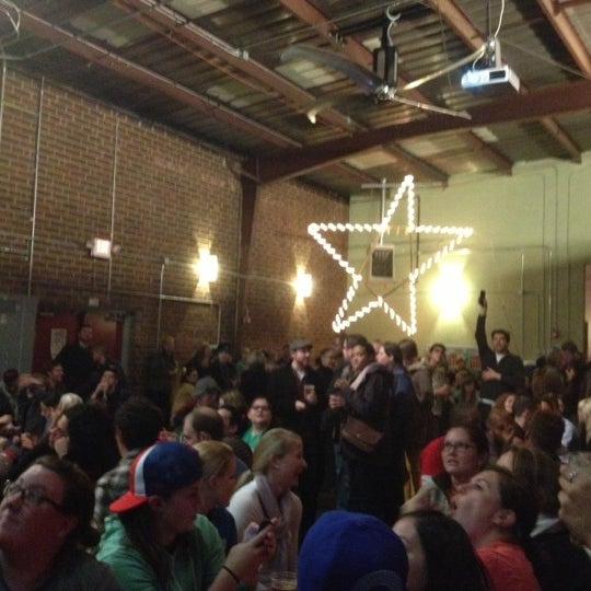 Foto diambil di Fullsteam Brewery oleh Courtney Z. pada 11/7/2012