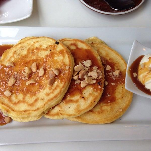 Foto tirada no(a) Tuihana Cafe. Foodstore. por Sarah T. em 9/5/2014