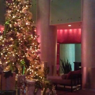 Снимок сделан в Magnolia Hotel пользователем Diane N. 12/7/2012