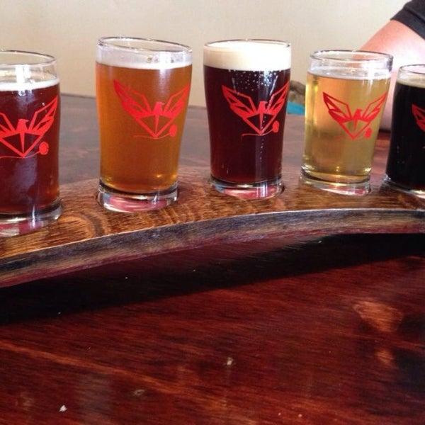 Foto tomada en ChuckAlek Independent Brewers por Save The B. el 4/28/2014