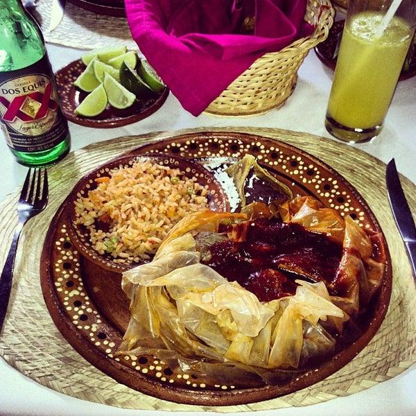 Foto tomada en La Gruta Restaurant por David S. el 8/31/2013