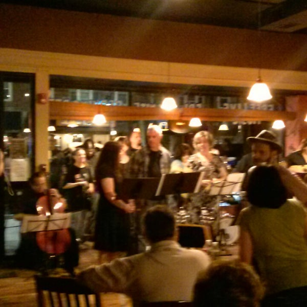 Foto tirada no(a) Dedham Square Coffeehouse por Jim G. em 9/1/2013